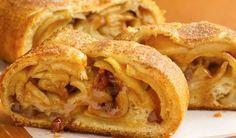 O Strudel de Maçã é um pão doce delicioso de origem alemã que caiu no gosto dos brasileiros. Sua massa possui textura leve e crocante e o recheio tem um sa