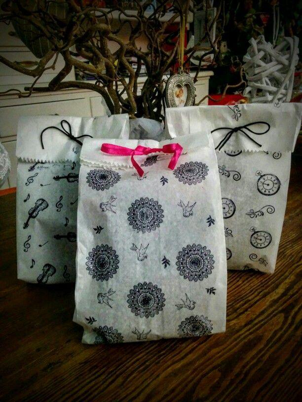 Pacchetti regalo: sacchetto pane e timbri