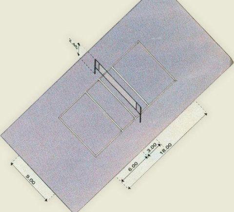 Para o vôley, a quadra deve ter 9 x 18 m, com uma rede de 2,45 m de altura. O piso asfáltico é um dos indicados para esta modalidade. Para saber mais sobre as características de cada tipo de piso, confira também esta matéria sobre construção de quadras esportivas.