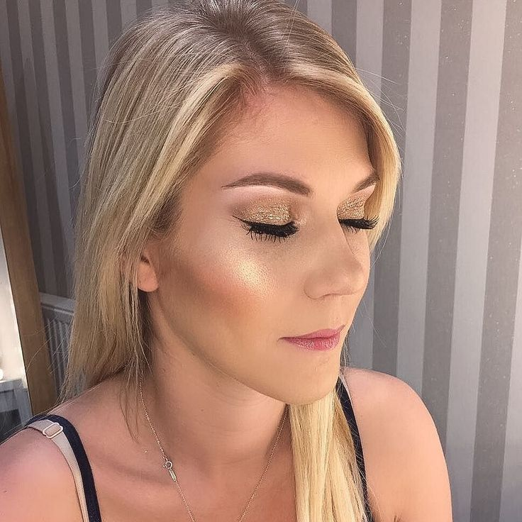 """I know when that highlight bling.... @gemaclare Looking drop dead gorgeous for her awards ceremony last night! For those interested this highlighter is """"Beaming Blush"""" by @maccosmetics #beautyblog #beauty #beautiful #instamakeup #glam #glittereyeshadow #glittereyes #gold #goldglitter #mac #makeover #mua #maccosmetics #makeuplover #makeupaddict #makeupartist #makeupjunkie #makeupblog"""