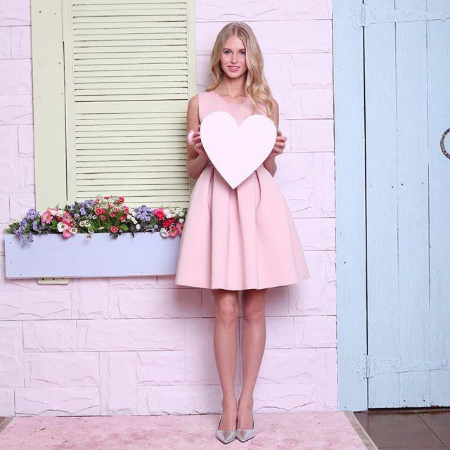 Мы точно знаем, что не нужно придумывать повод, чтобы признаться себе в любви. 💕 Особенно весной, особенно идеальным платьем - это же так приятно, каждый день быть счастливой! 🙈✨☀️🎉💞 #ilovetskirt  На фото: Платье нежно-розового цвета - 11500 рублей