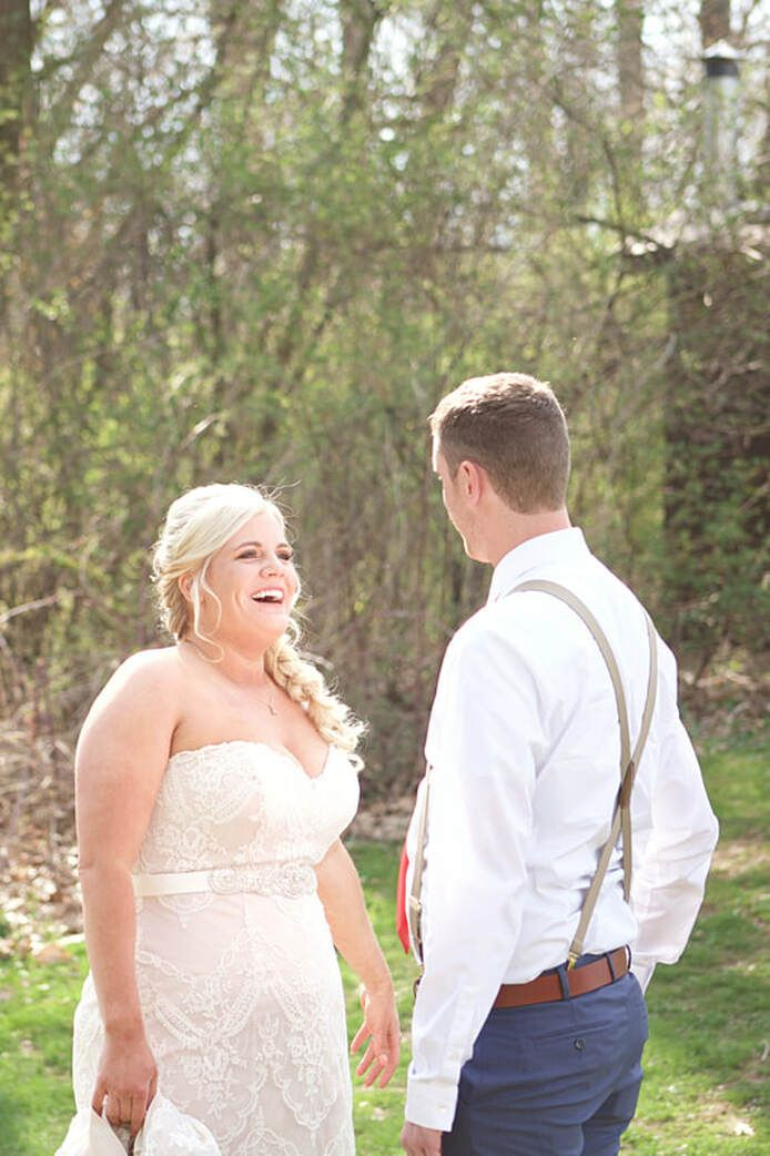 Pin On First Looks Ashley Deanna Photography Northeast Ohio Cleveland And Akron Wedding And Portrait Photographer