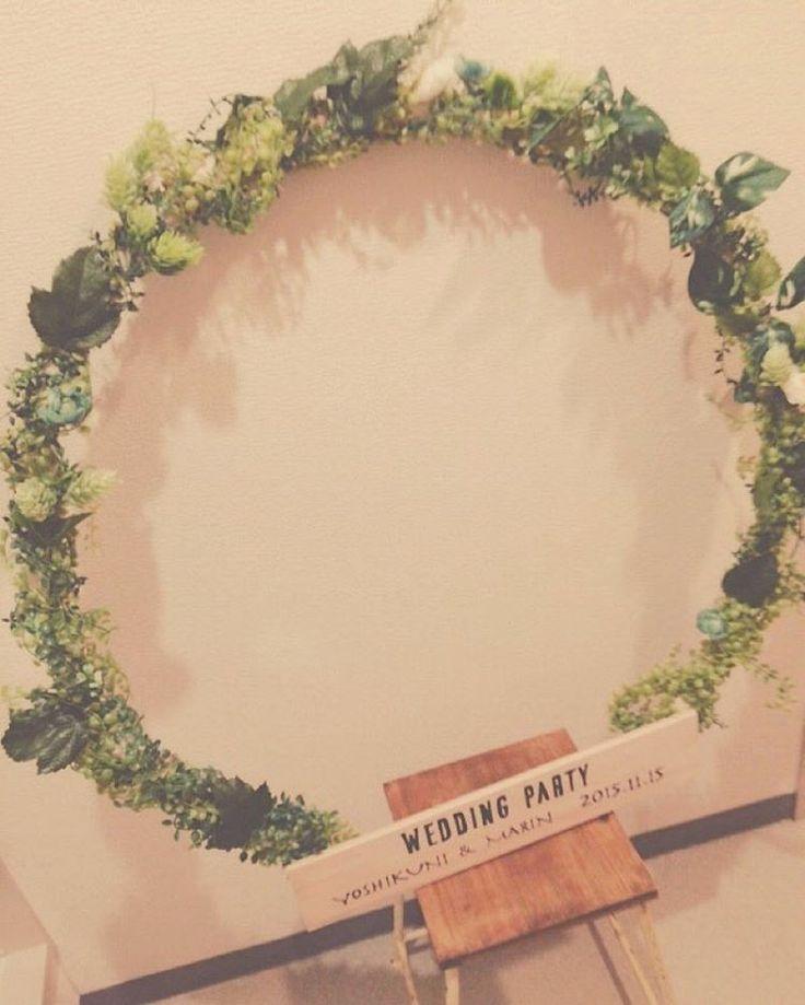 「2015.11.08 * フォトフレーム ❁ * インパクトが欲しくて リースにしました(*´ο`*)♡♡ * * ふぅ。まんぞく! * * * #プレ花嫁#結婚式 #ナチュラルウェディング #アンティーク#wedding #フォトブース #フォトフレーム#フォトリース…」