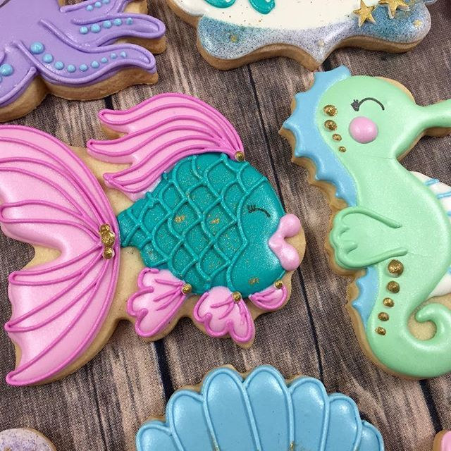 Introducing Aubrey Angel Fish and Sally the Seahorses' little sister - Sissy Seahorse! @whoosbakery