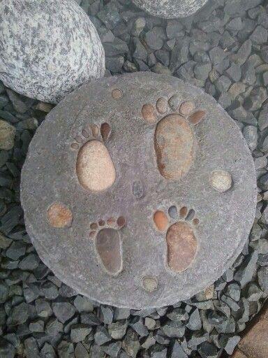 Huellitas en piedra para el Jardin