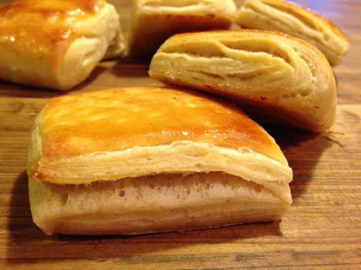 pane sfogliato con pasta madre