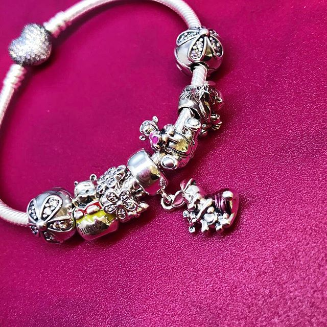 I say this every year, but I really don't know where the time has gone! It's that time of the year again, and spring has sprung in Pandora stores worldwide with the launch of the Pandora Spring 2017 collections! We have new releases for the regular collections, Pandora Rose, Pandora Essence, and Pandora Disney – …Read more...