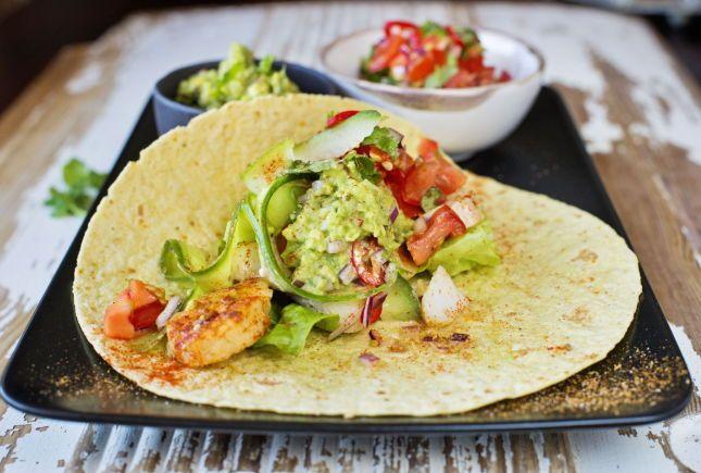 TENK NYTT: Sunn mat trenger ikke være vond mat. Butt ut kjøttdeigen med fisk i fredagstacoen. Foto: Eivind Griffith Brænde/VG