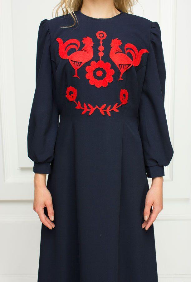 Платья : Длинное синие платье с красной аппликацией