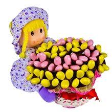 Sindy oyuncak bebek çikolata ile harika çikolata çiçeklerin rengini ve keyfini hissedeceksiniz.