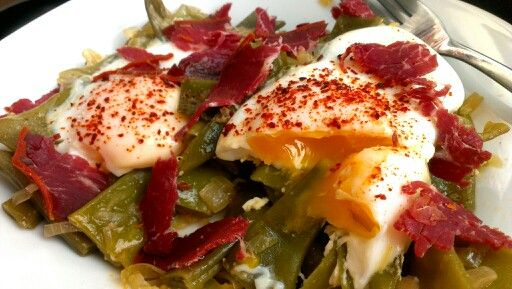 Pastırmalı yumurtalı yeşil fasulye. Afiyet olsun. :)