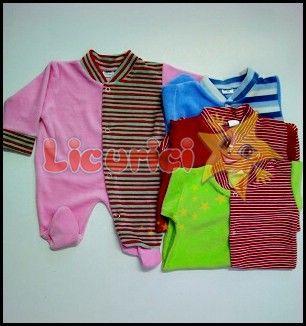 Costumas catifea cu manecuta si capse pe picior  Diverse culori; Marimi: 22, 24; Ambalare: 6 bucati/set Comanda minima: 1 set  Pretul nu include taxele de transport. Pret: 9.50 Lei