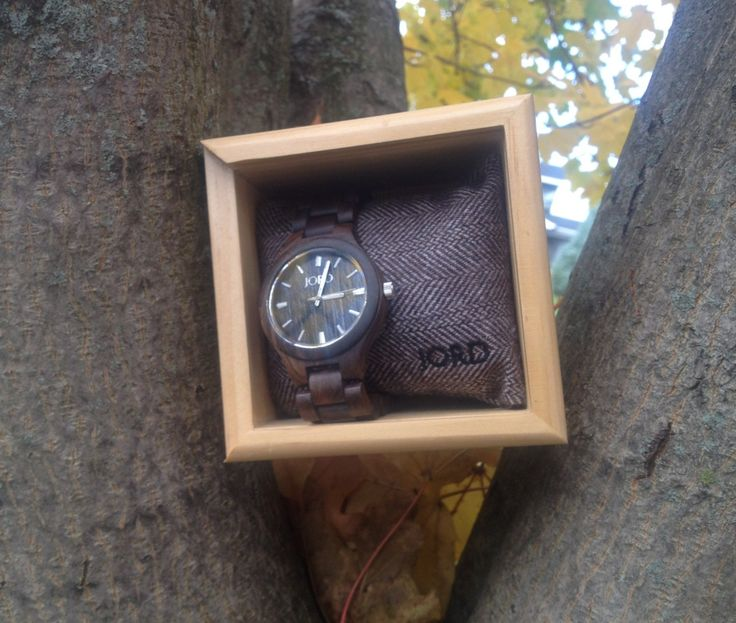 JORD Wood Watch Review - An awesome, unique and personalized gift for the special people on your holiday shopping list!