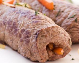 Roulés de boeuf aux crudités fine ligne : http://www.fourchette-et-bikini.fr/recettes/recettes-minceur/roules-de-boeuf-aux-crudites-fine-ligne.html