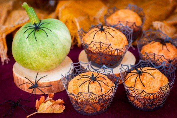 Delicious Pumpkin Muffins Halloween celebrated annually on October 31. On this day, traditionally prepared dishes from the pumpkin. Take note of spicy pumpkin muffin recipe.