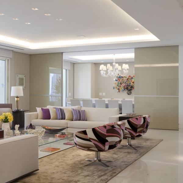 Apartamento gigante, para nove pessoas, tem decoração clean