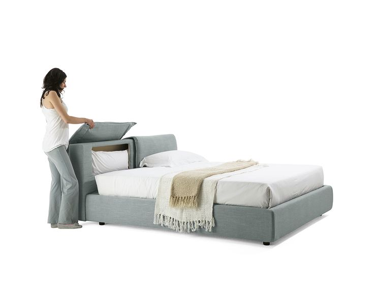 Nella testiera sono ricavati due vani contenitori, che possono alloggia guanciali, riviste e libri. The adjusting headrest your comfort. Two storage compartment are located in the headrest, right for pillows, magazines and books. #libri #cuscino #bed #room #homeDecor #instancool #bontempilettidesign #easy #top #lux #comodita