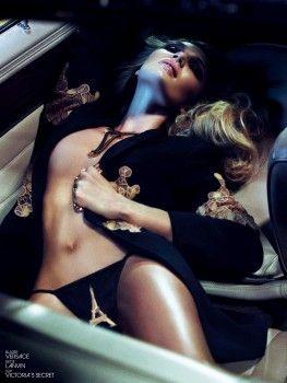Candice Swanepoel enseñando - Interview Magazine
