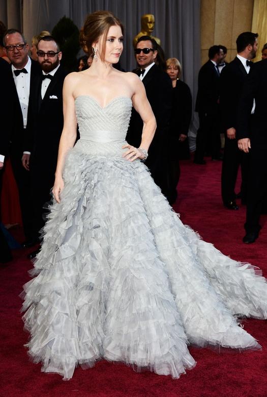 Лучшие наряды церемонии «Оскар». 2013  Эми Адамс в Oscar de la Renta