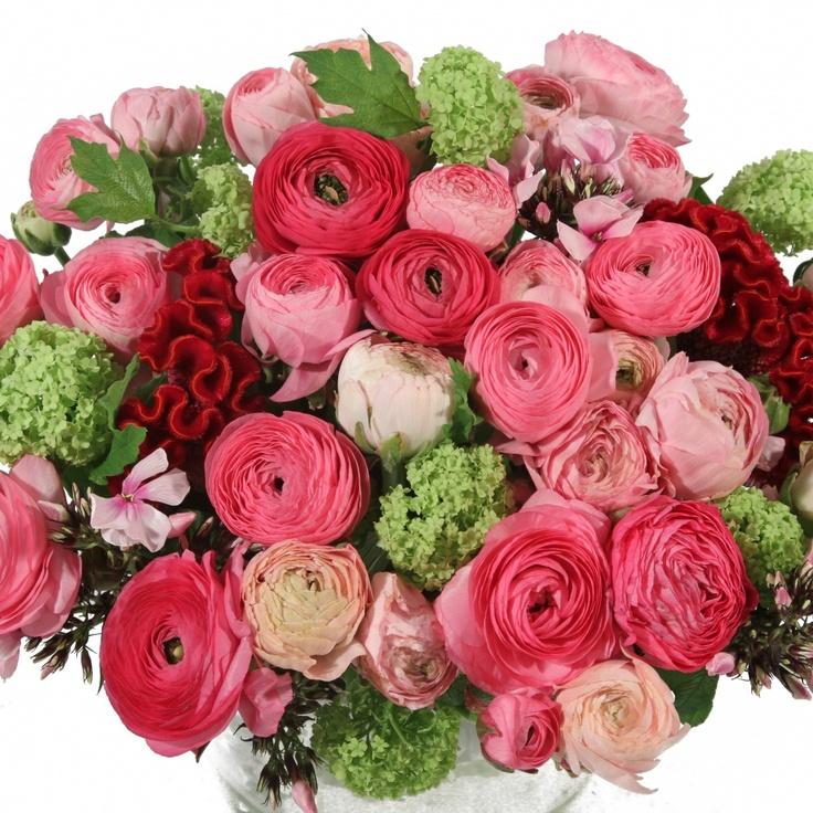 Roze Ranonkels Boeket  Een boeket vol fleurige bloeiers met als hoofdbloem de ranonkel, de vrolijkste bloem van alle bloemen