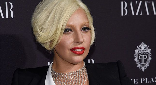 ¡Ya tenemos el video de Lady Gaga cantando en la 'Icon´s Party' de Harper´s Bazaar!