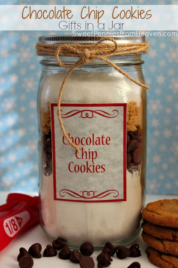 These Chocolate Chip Cookies Gifts in a Jar are too much fun! Super frugal, easy peasy and tasty too...the kids will love helping to assemble them! Think -- gifts for teachers, bus drivers, therapists, grandparents, Sunday School teachers, gift exchanges and more!!
