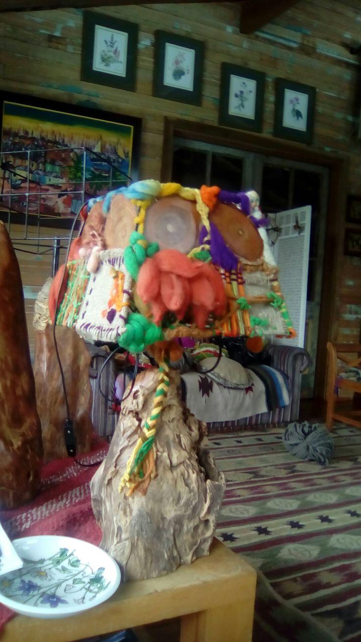 Lámpara picoyo (resina milenaria araucaria) con lana de oveja #cariñosdelsur #Araucanía #chile