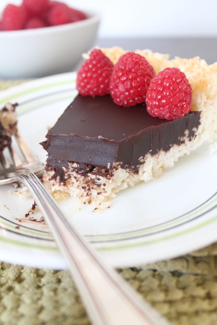 Chocolate Macaroon Pie - no grains, refined sugar, dairy, soy OR eggs!