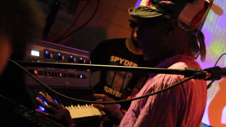 Bernie Worrell SHREDS Moog Little Phatty!!!!! ♫