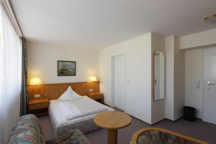 Einzelzimmer Standard im Cityhotel Thüringer Hof Hannover  Osterstraße 37    Tel.: 0511 / 3606 0    Fax: 0511 / 3606 277    E-Mail: reservierung@thueringerhof.de  www.thueringerhof.de