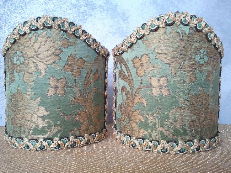 Couple of lampshades decorated with gorgeous operato jacquard textured fabric with floreal patterns, finished with Green & Gold precious trim. 69,00 €