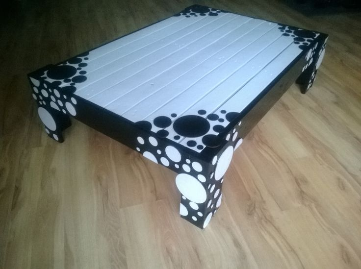 Unique, vintage ,recycled, retro decorated pallet coffee table.Black and white  http://www.ebay.co.uk/itm/251595190064?ssPageName=STRK:MESELX:IT&_trksid=p3984.m1555.l2649