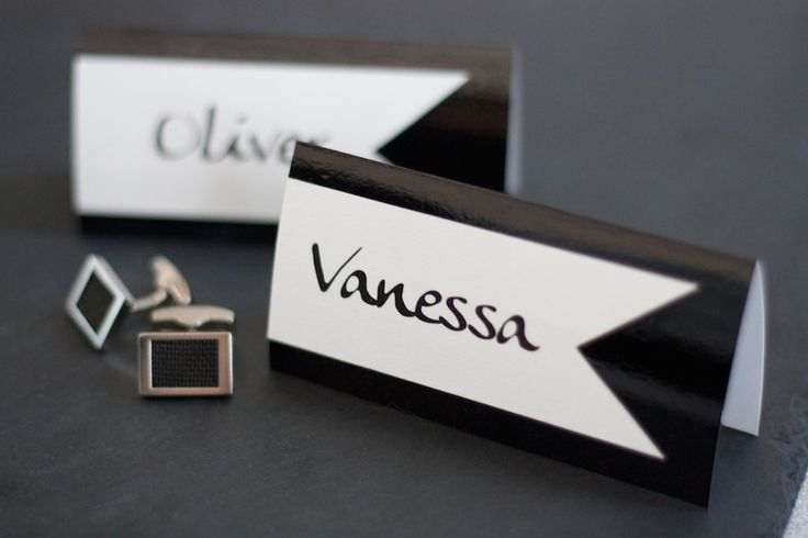 Elegant place cards, perfect for a #tuxedo style #wedding. Find out more on lucyvanbarnes.de