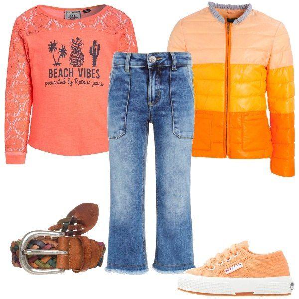 Un paio di jeans davvero alla moda, a zampa, a 7/8 e sfrangiati al fondo che si abbinano alla maglia in cotone, con maniche in pizzo e alla giacca da mezza stagione sulle tinte dell'arancione. Propongo, inoltre, cintura intrecciata, in pelle e sneakers color arancio.