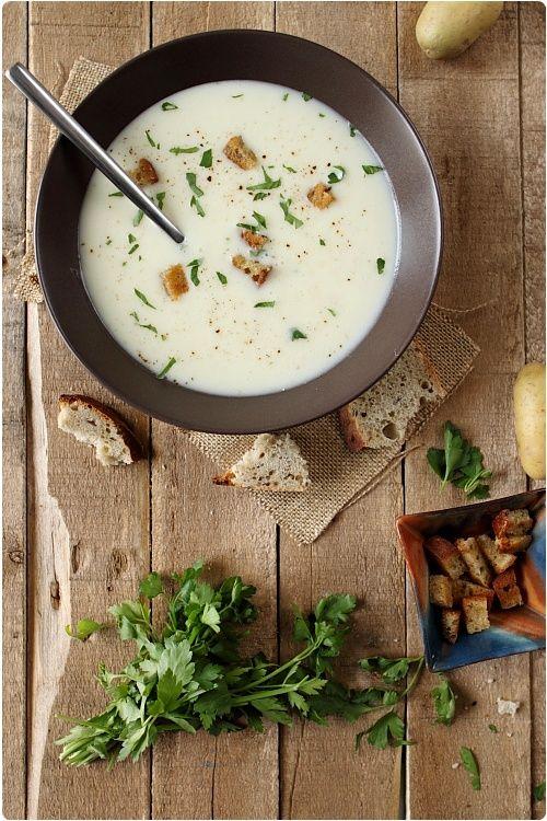 Crème de pomme de terre et panais à l'ail (Cream of Potato & Parsnip Garlic Soup)