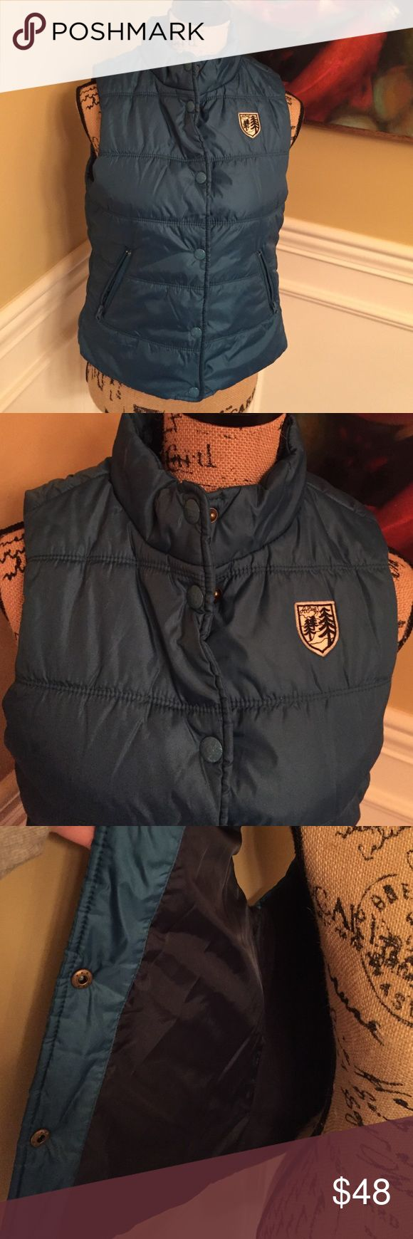 American Eagle Outfitters puffer vest in teal Size medium teal color and in great shape American Eagle Outfitters Jackets & Coats Vests