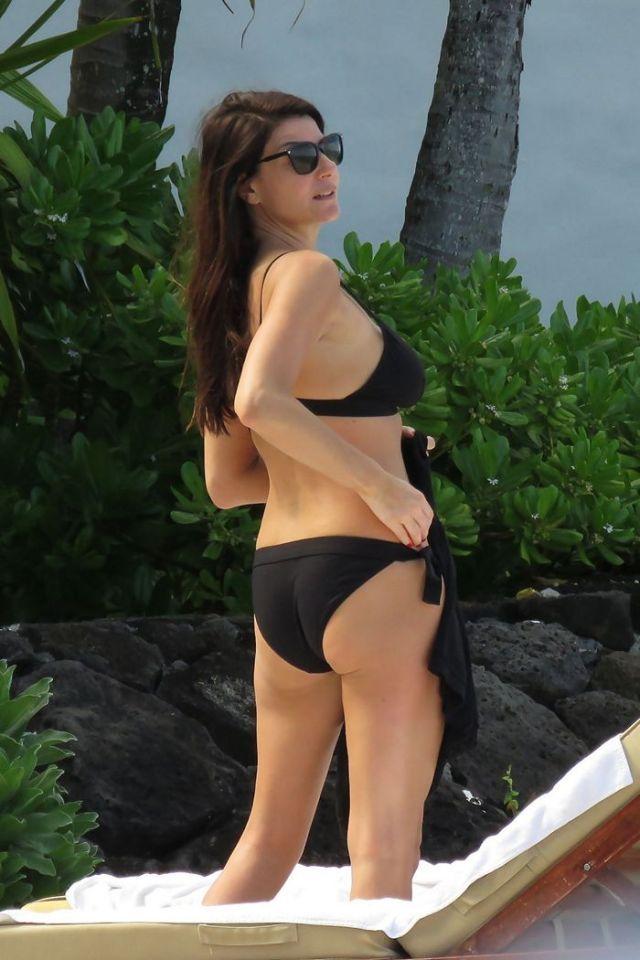 laria D'Amico in Balck Bikini at a Beach in Mauritius - January 2018 - 13