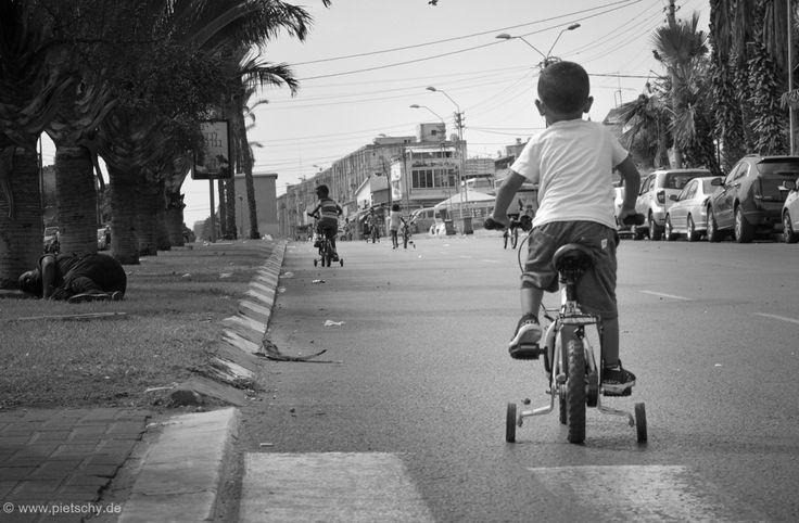 Decision Making #StefaniePietschmann #TelAviv #Shapira #homelessness #homeless #children #bicycle #blackandwhite #street #Israel #African #palmtrees #socialjustice #Obdachlosigkeit #Kinder #Fahrräder  #קבלתהחלטות #תלאביב #שפירא #הומלס #ילדים #אופניים #שחורלבן #רחוב #ישראל #אפריקאי #דקל #צדקחברתי #ארץקדוש