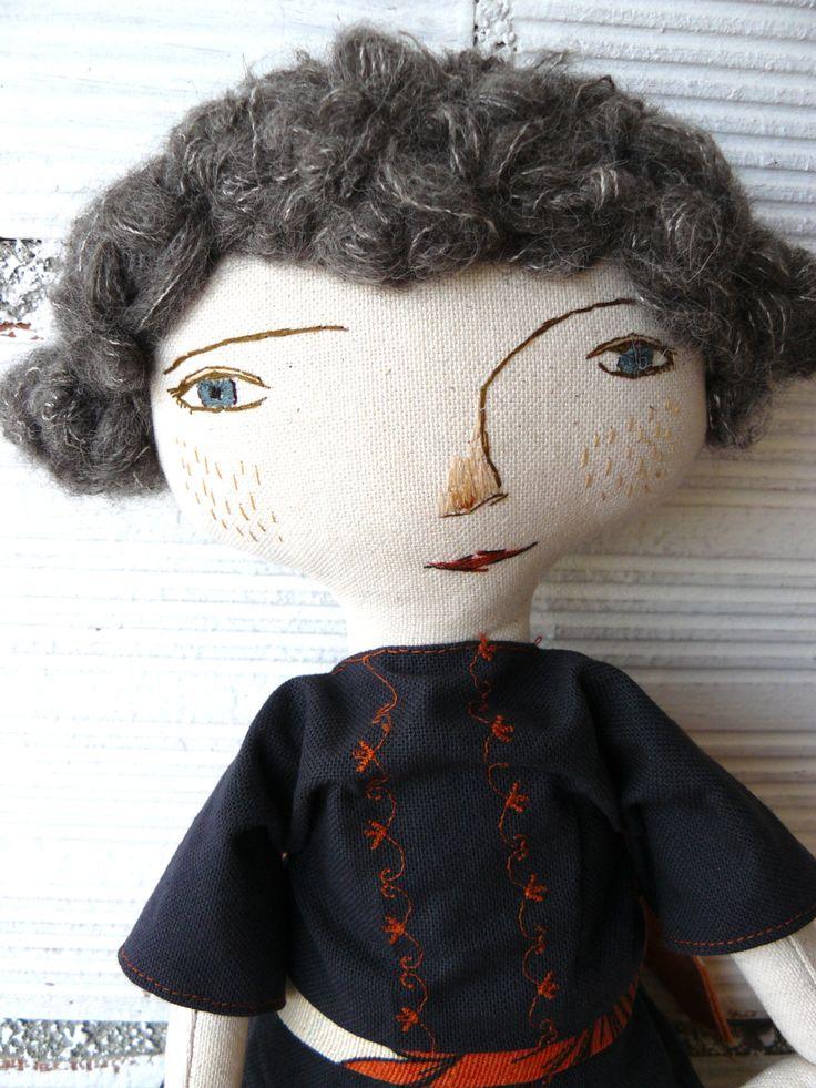 Muñeca grande con pelo de alpaca y seda. Bordada a mano. Realizada en un antiguo lienzo de algodón. 50 cm de AntonAntonThings en Etsy