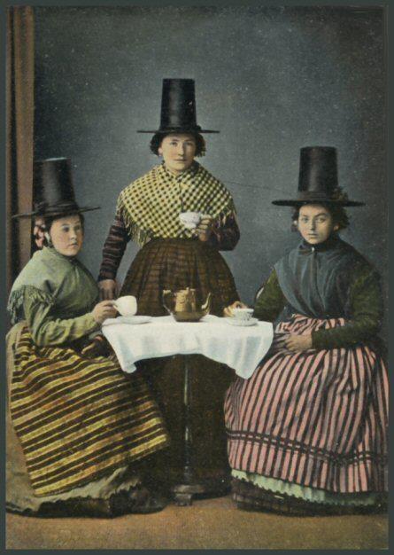 Three Welsh Ladies at Tea. (ca. 1905 - 1920) Eine Foto - Postkarte, veröffentlicht von Pictorial Stationery Co. Ltd