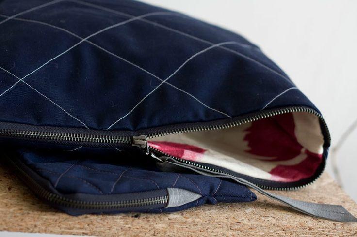 Kopertówka z pikowanej tkaniny+podszewka w kwiatowy wzór.  #clutch #quiltedBag #Quilted #clutch #navyBlue #handmade