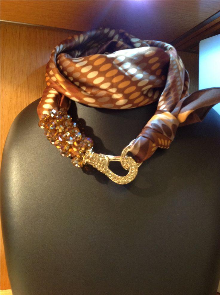 Foulard con gioiello
