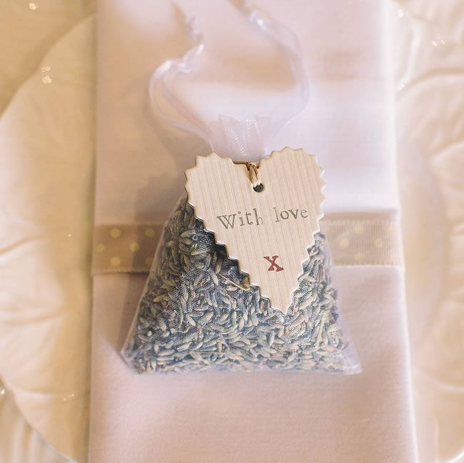 style-on-a-shoestring-20-tweaks-for-under-5-original_lavender-bag-wedding-favours