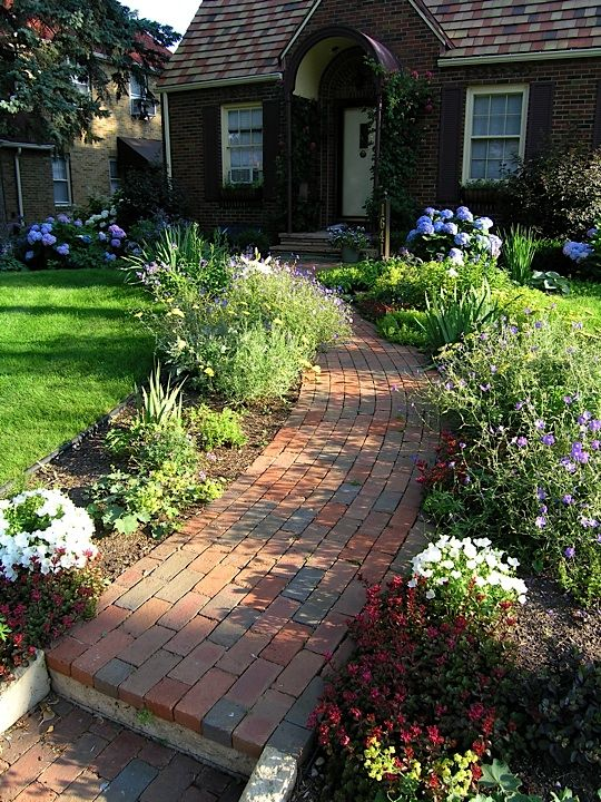 Brick veneer front sidewalk...I could totally do this :)