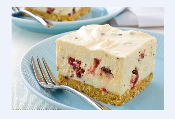 Cheesecake+με+ζαχαρούχο+γάλα+και+σοκολάτα+γεμιστή+με+κεράσι