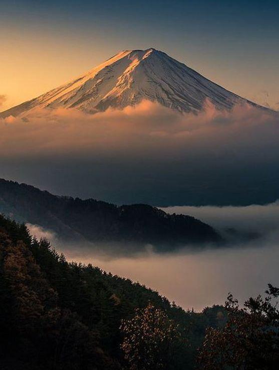 Le Mont Fuji au Japon fait parti des plus belle montagne du monde. Retrouvez notre top 10 sur notre blog. #chainesbox #montagne #neige