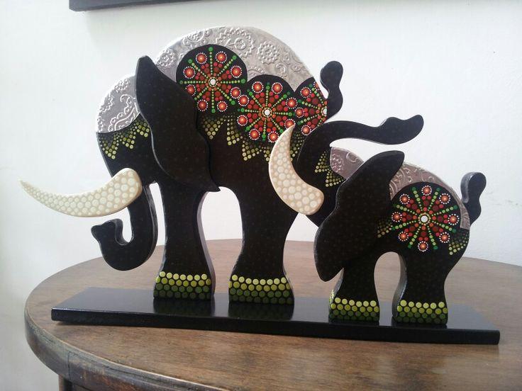Elefantes con mandalas y aluminio repujado