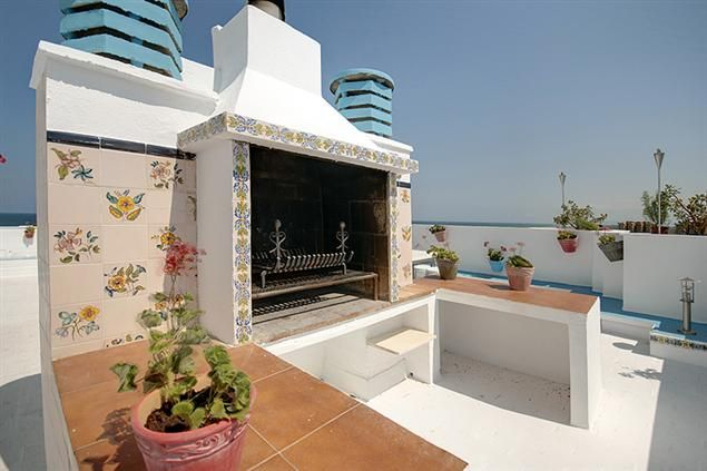 The Handle 2 Apartment in Valencia up to 10 people from 42€/night. In front of the beach!
