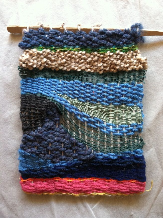 Wall hanging: weaving on looms