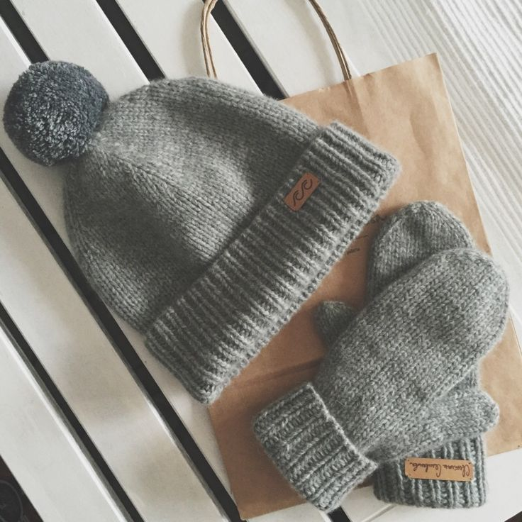 Cashmere hat and mittens